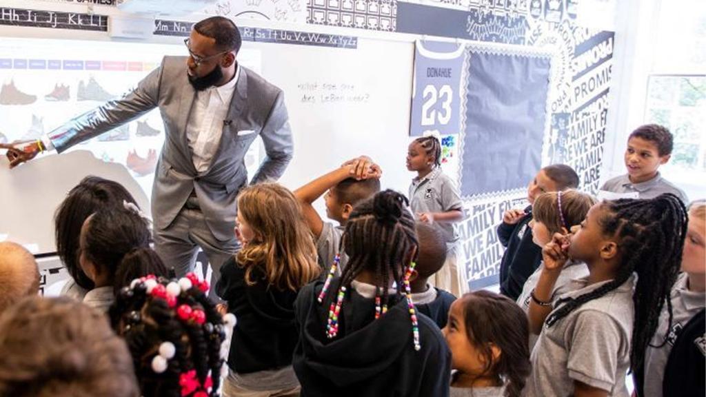 Nike LeBron 16 Reasons I Promise School